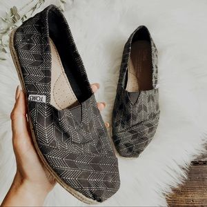Toms Black White Arrow Geometric Canvas Shoes